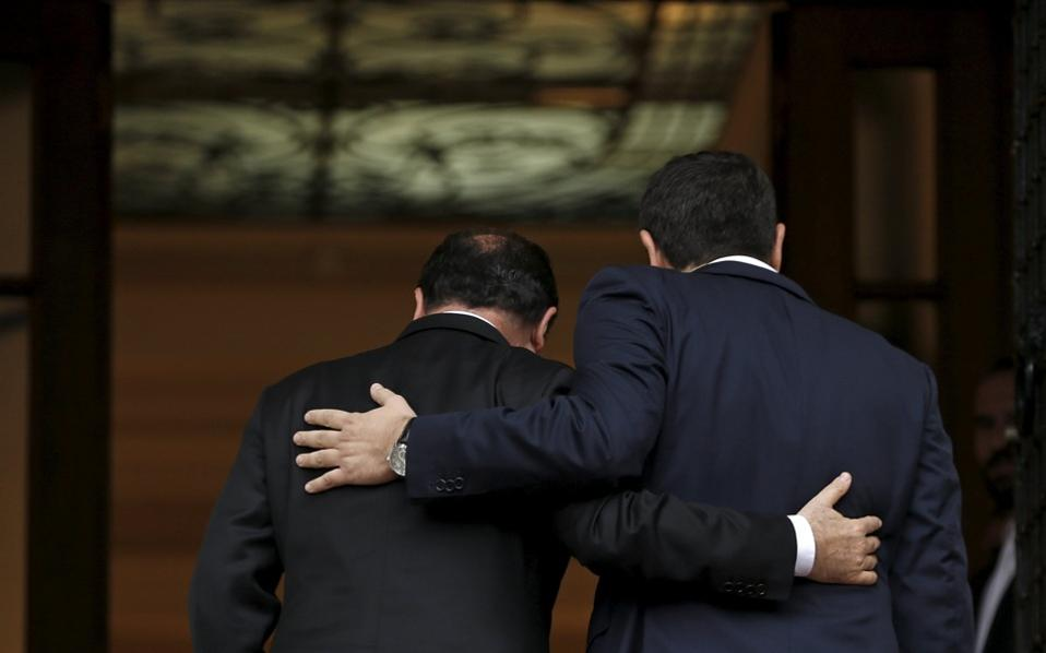 tsipras_hollande_hug_web-thumb-large